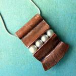Ann Annie: Trapped pearl pendant