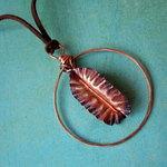 Ann Annie: Encircled leaf necklace